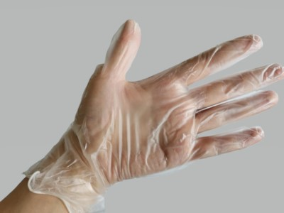 Medium size disposable transparent PVC protective gloves (Box of 100)